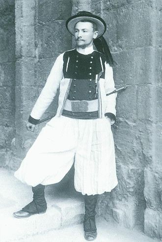 François Jaffrennou - François Jaffrennou in Breton national costume at the Celtic Congress of Caernarfon, 1904
