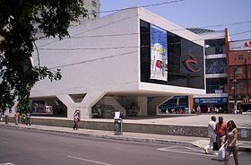 Centro Cultural Oscar Niemeyer, na Praça do Pacificador