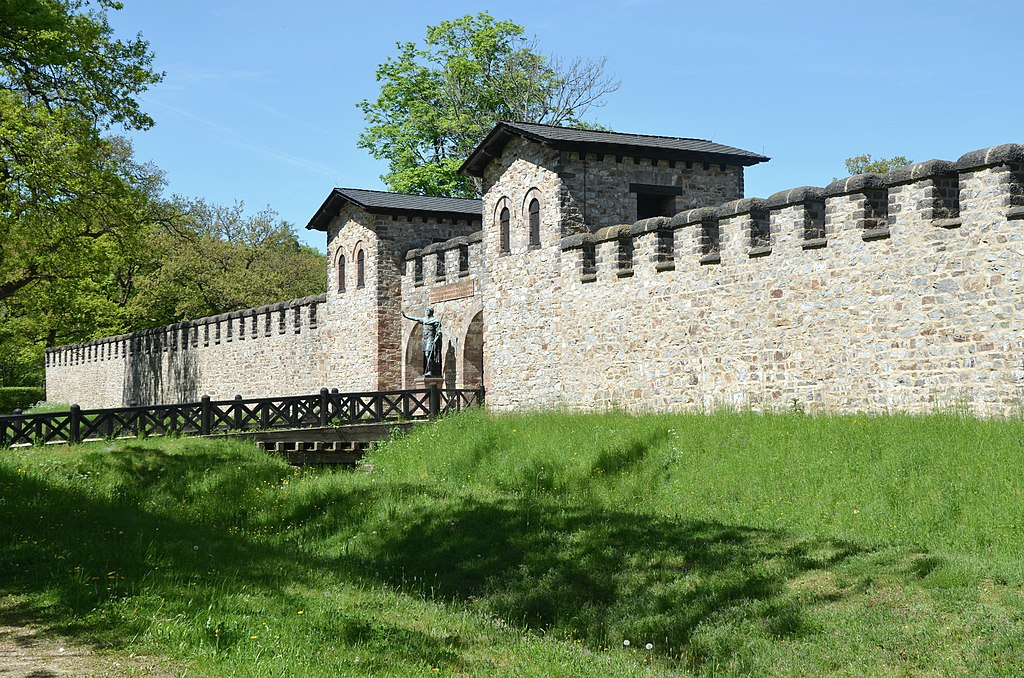 The Porta Praetoria (Main Gate), Saalburg Roman Fort, Limes Germanicus, Germania (Germany) (33895401094)