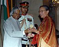 The President, Dr. A.P.J. Abdul Kalam presenting Padma Shri to Dr. (Ms.) Tsering Landol, a Gynaecologist & Obstetrician of Leh Ladakh, at an Investiture Ceremony at Rashtrapati Bhavan in New Delhi on March 29, 2006.jpg