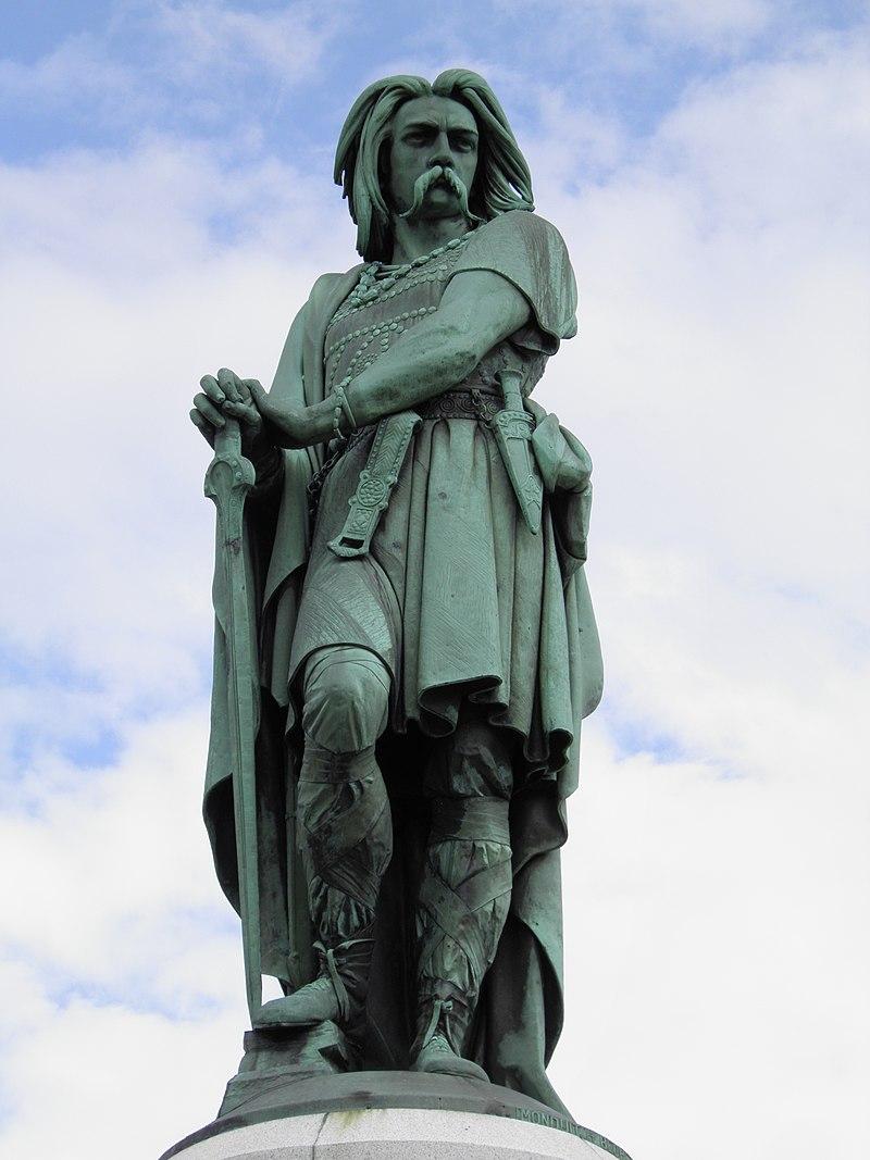 Vercingétorix 800px-The_colossal_statue_of_Vercingetorix%2C_Alesia_%287701006540%29