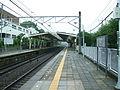 Tokyu-railway-den-en-toshi-line-Tsukushino-station-platform.jpg