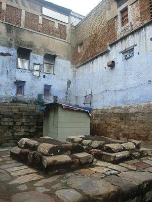 Razia Sultana - Image: Tomb of Razia Begum