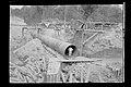 Trabalhador em Bueiro Metálico Durante as Obras de Construção da Ferrovia Madeira-Mamoré - 810, Acervo do Museu Paulista da USP.jpg