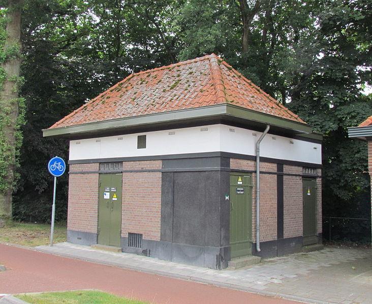 File:Transformatorhuisje Beekbergen.jpg