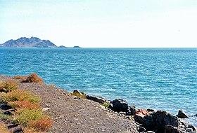 Берег Каспийского моря, город Туркменбаши, Туркменистан, октябрь 2000 года.