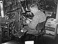 Typograaf aan het werk, Bestanddeelnr 904-3111.jpg