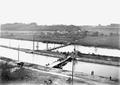Uebersetzen über Ponton-Brücken beim Elektrizitätswerk - CH-BAR - 3239600.tif