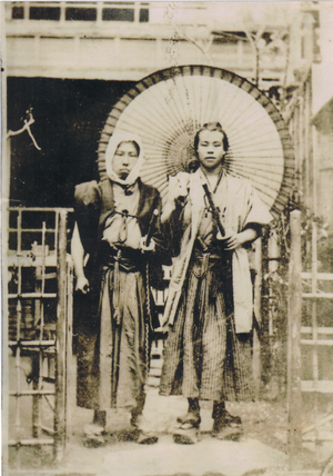 Samurai in old Japan. (L)Unknown (R)Umanosuke ...