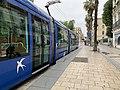 Un tramway à quai, rue de Maguelone (Montpellier) en juin 2019.jpg