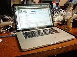 English: Unibody MacBook Pro Deutsch: MacBook ...