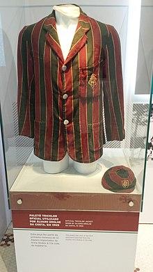 756213076f Uniforme utilizado pelo Fluminense no ano de 1905 em exposição.