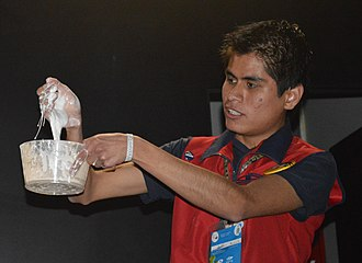 Non-Newtonian fluid - Demonstration of a non-Newtonian fluid at Universum in Mexico City