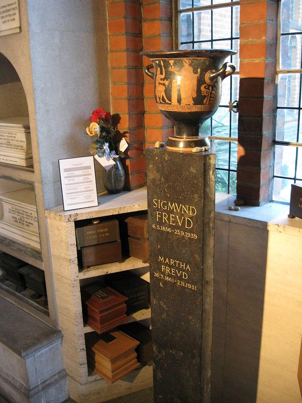 Urn of Sigmund and Martha Freud (Side)