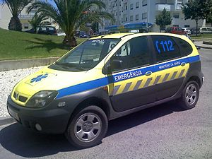 Nontransporting EMS vehicle - Emergency medical vehicle, built in a Renault Scenic, in Santarém, Portugal