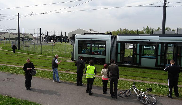 Valenciennes & Anzin - Déraillement de la rame de tramway n° 17 à la sortie du dépôt de Saint-Waast le 11 avril 2014 (110).JPG
