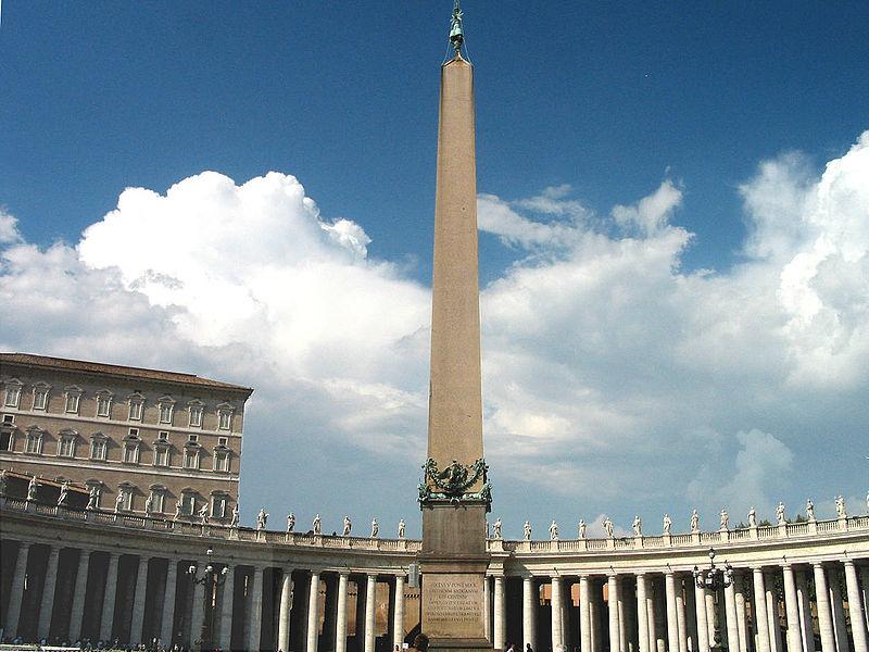 Ficheiro:Vatican Piazza San Pietro Obelisk.jpg