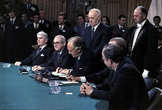 Paris Peace Accords - Signing the peace accords
