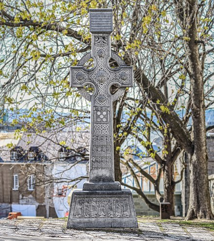 Celtic High cross in Quebec (Compare with an original)