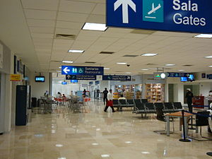 Villahermosa International Airport - Image: Villahermosa Aeropuerto Internacional Sala de llegada