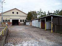 Vozovna Vinohrady, dolní hala a plechové boudy.jpg