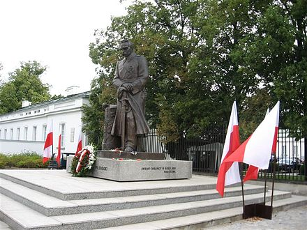 Statue of Pilsudski before Warsaw's Belweder Palace, Pilsudski's official residence during his years in power Warszawaid4.jpg