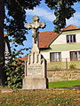 Wayside cross near memorial of WW in Radošov, Třebíč District.JPG