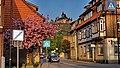 Wernigerode kleinstes Haus und Burg - panoramio.jpg