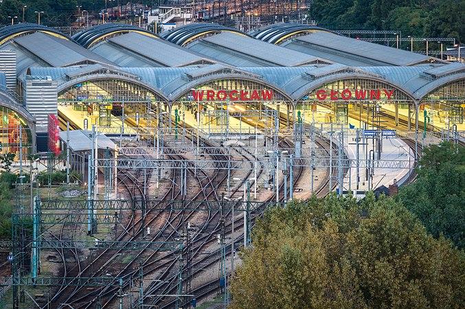 Wroclaw- Dworzec, perony.jpg
