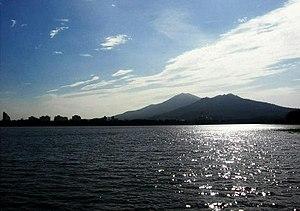 Xuanwu Lake - Image: Xuanwulake mount purple