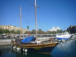 Yasanti at Port Vell.JPG