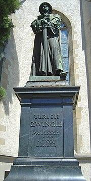 Denkmal Ulrich Zwinglis vor der Wasserkirche in der Stadt Zürich