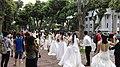Đám cưới tập thể tại hồ Gươm, Hà Nội.jpeg