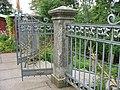 Ограда с двумя воротами вокруг скита 02.JPG