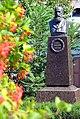 Пам'ятник-бюст Панасу Мирному,Полтава, вул. Панаса Мирного, садиба-музей 159.JPG