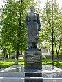 Пам'ятник партизанці Бондаренко Великі Сорочинці 2.jpg