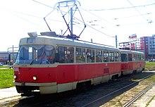 Трамвай Tatra-T3 с номером 2686, следующий по маршруту 3.jpg