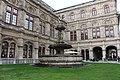 Фонтан около Венской Государственной Оперы. - panoramio.jpg