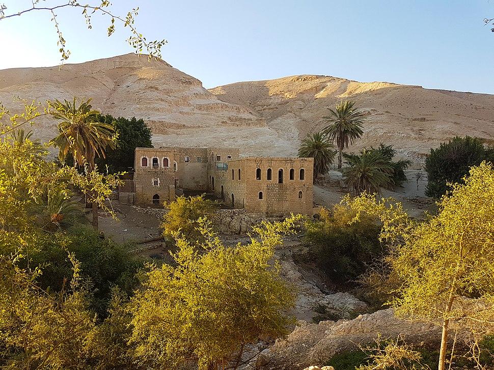 מבנים עתיקים סמוך לעין קלט