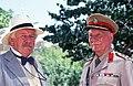 פיטר יוסטינוב וסר ג׳ון גילגוד בסרט מפגש עם המוות.jpg