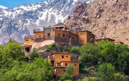 احد منازل المغرب التقليدية على مرتفع.png
