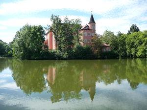 Wasserschloss Taufkirchen - Image: 08 08 10+15 23 44+Taufkirchen (Vils), Wasserschloss