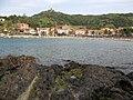 105 Barri de Sant Domènec, amb el fort de Sant Elm al fons.jpg