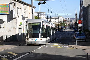 Nancy Guided Light Transit - Without rail but with overhead lines at the beginning of the steep road to Vandœuvre (The beginning of the guide rail is visible in the background.)