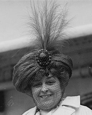 Draped turban - Amelia Bingham in an ornate turban hat,1910