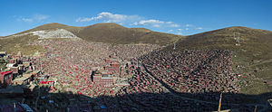 Larung Gar Buddhist Academy - Panorama of the institute in Sêrtar, facing east
