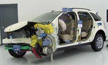 L'Insurance Institute for Highway Safety questo esemplare di Ford Edge SEL per dimostrare l'affidabilità del proprio test