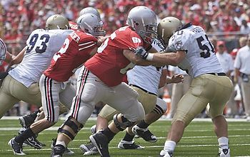 English: Justin Boren blocking for Dane Sanzen...