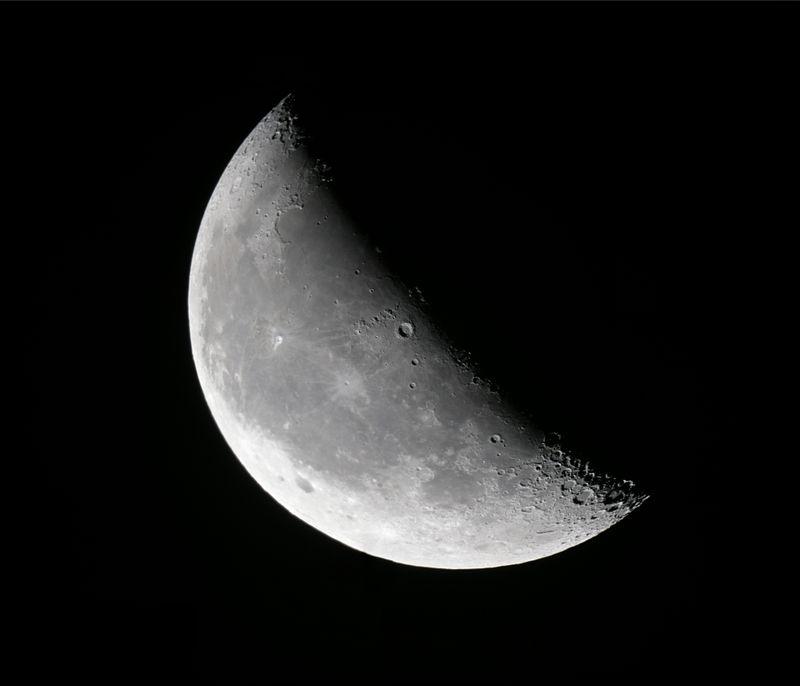 2011-11-19-Waning crescent moon.jpg
