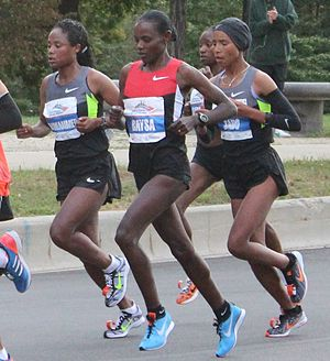 Atsede Baysa - Atsede (centre) leading at the 2012 Chicago Marathon